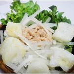 揚げ餅とレタスのツナサラダ